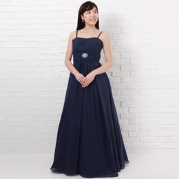 大人カッコいい服装で二次会や演奏会ではちょっぴり背伸びネイビーカラーのドレス