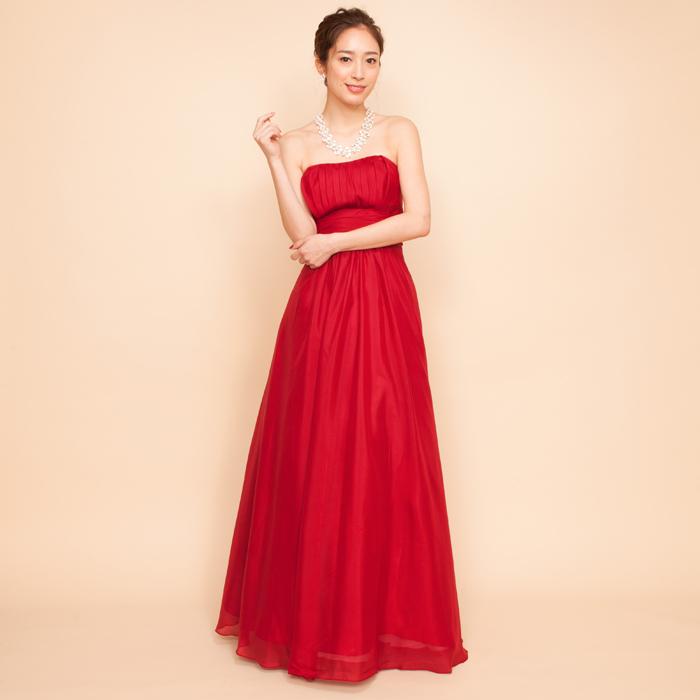 タンゴなど情熱を表現するには最適の猛々しいレッドカラーのドレス