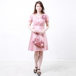 ショート丈の可愛いシルエットにピッタリなピンクカラードレス