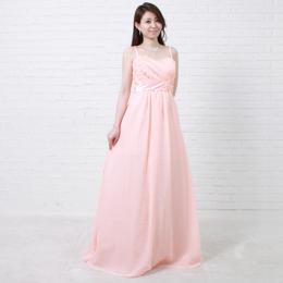 可愛らしさ満点の初々しさを感じさせるピンクカラードレス