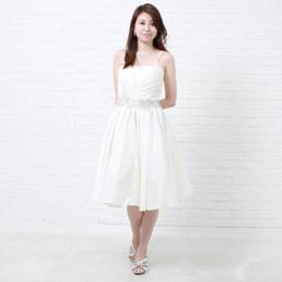ホワイトカラーの花嫁様の結婚式の二次会ドレスにも最適なショートドレス