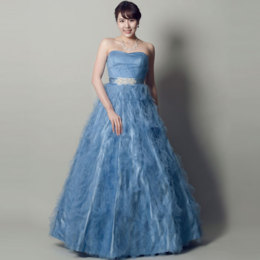 爽やかさと高級感を兼ね備えたブルーカラードレス