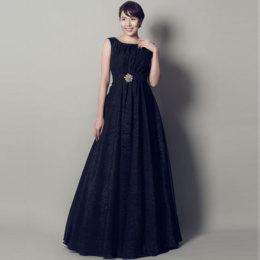カッコ良さや強さを感じるブラックカラードレス