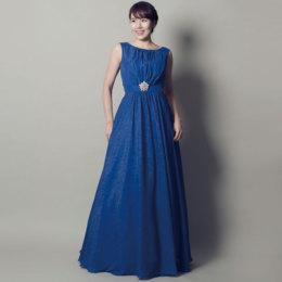 神秘的な奥ゆかしさのあるスレートブルーカラードレス