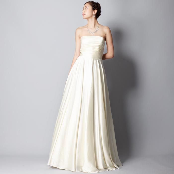 結婚式やパーティーに!細身のシルエットでエレガントなホワイトドレス