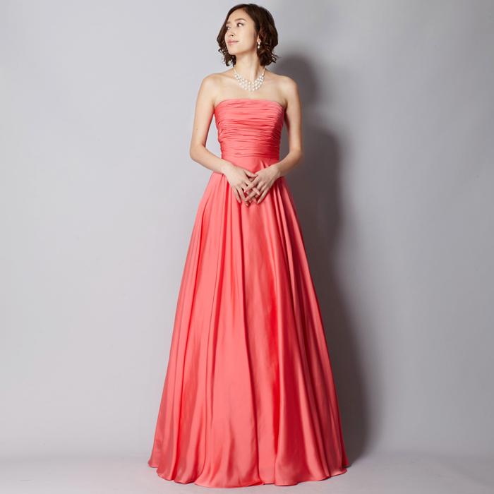 ピンクカラーのハッキリとした色合いのステージドレス