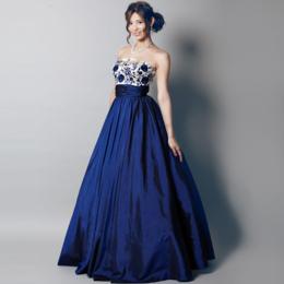 ドレス初心者の方でも着やすい落ち着いたブルーロングドレス