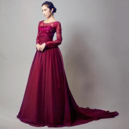 大人の色気を感じさせるワインレッドの演奏会ドレス