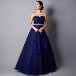 奥深い青のネイビーカラーのミステリアスなロングドレス