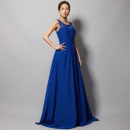 ロイヤルブルーで高貴で華やかな印象にシフォンレースロングドレス