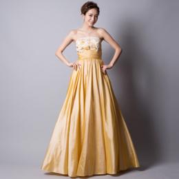可憐なイエローサテン刺繍ロングドレス
