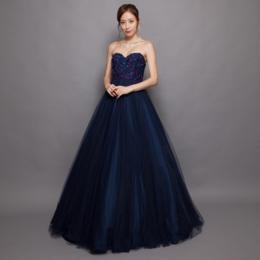 ブルーチュールにワインパープルのビーズ刺繍が光るチュールボリュームロングドレス