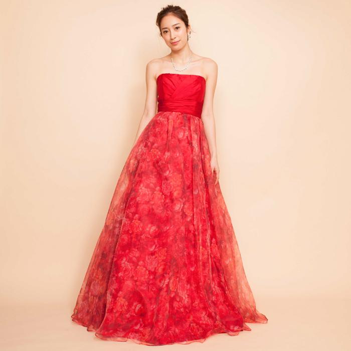 演奏会や発表会にもオススメな情熱的なレッドカラーのドレス