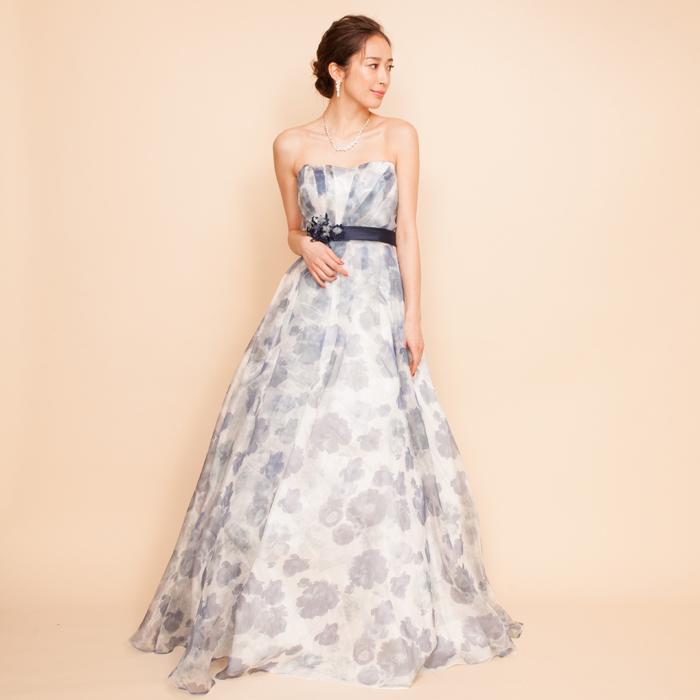 シックで大人な女性を演出できるネイビーフラワープリントドレス