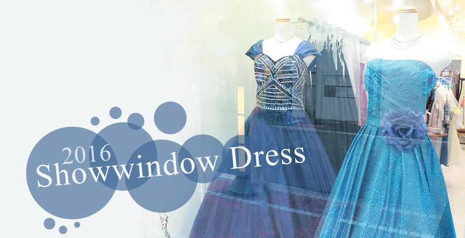 夏らしい爽やかなドレスをショーウィンドウに展示しました