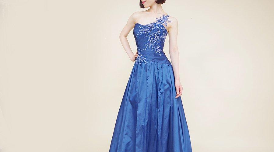 結婚式のお呼ばれドレスにロングドレスはアリ?ナシ?